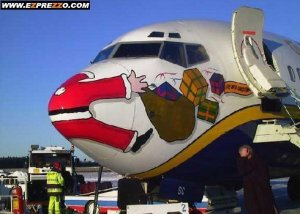 plane-with-santa-painted-on-the-nose-looks-like-it1
